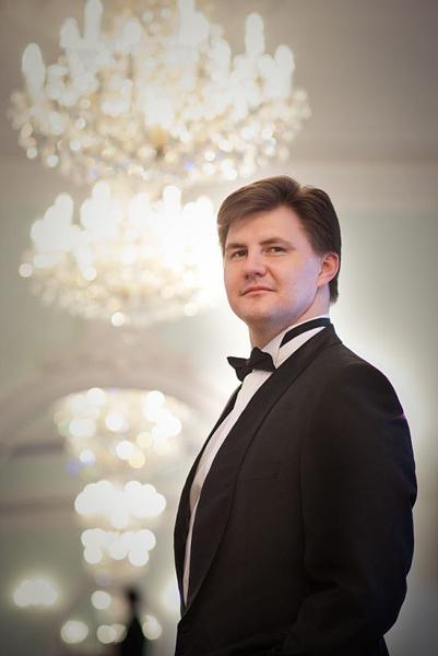 イリヤ・デルビロフ(芸術監督&首席指揮者) Ilya Derbilov(Artistic Director & Principal Conductor)